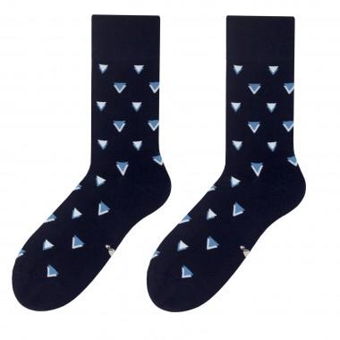 Czarne skarpety męskie - niebieskie trójkąty SK115