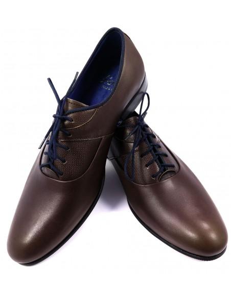 Brązowe obuwie męskie z granatowymi elementami T60