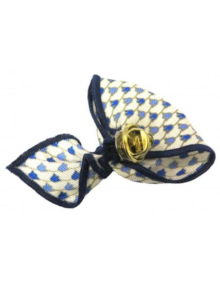 Kremowa wpinka do butonierki w niebieskie kwiaty W33