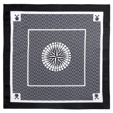 Czarno-biała poszetka w kompas i wiatraki E128