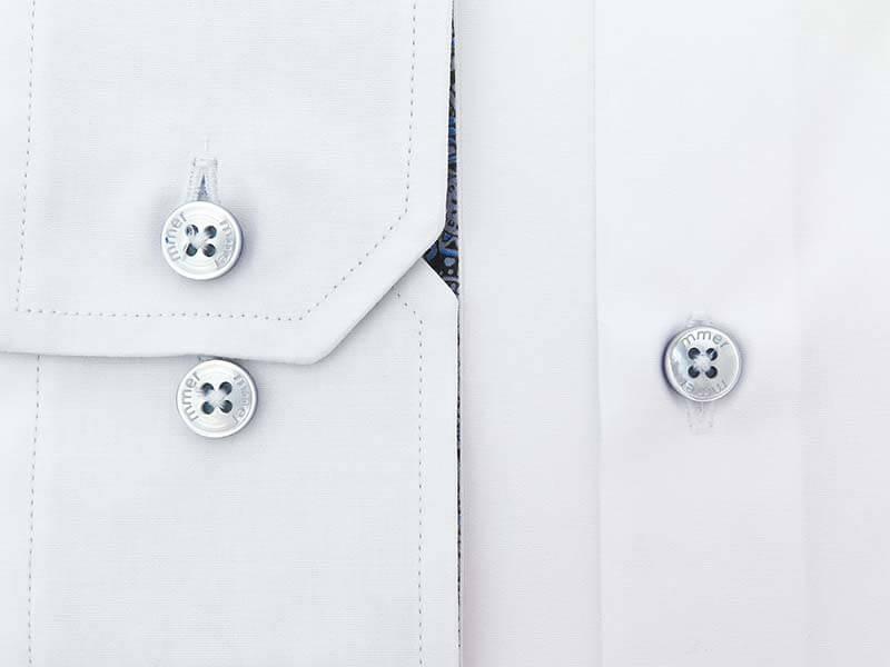 Biała koszula Mmer z niebieskimi wykończeniami 989