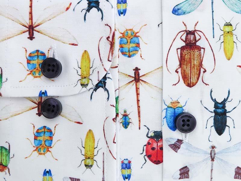 Biała koszula w owady E097