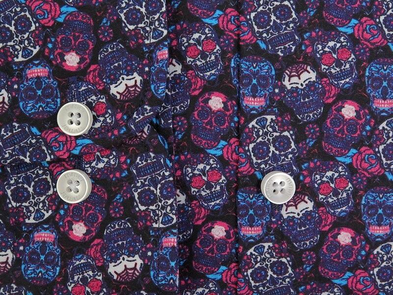 Czarna koszula w różowe, niebieskie i białe czaszki Mmer C128Czarna koszula w różowe, niebieskie i białe czaszki Mmer C128