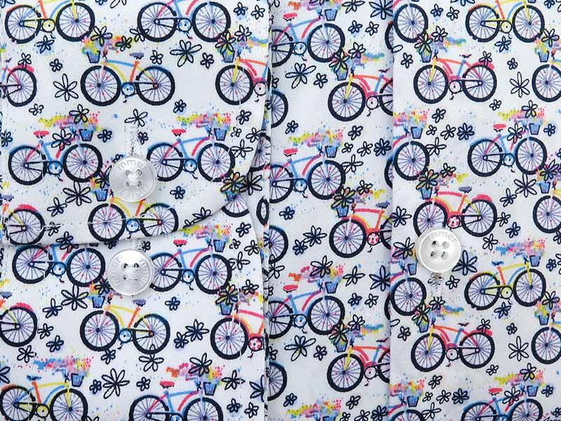Biała koszula w kolorowe rowery C133