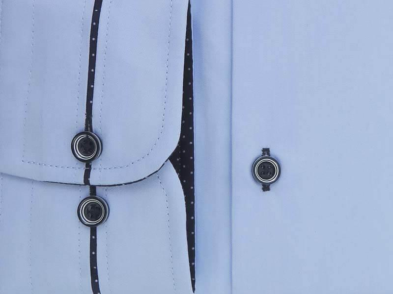 Błękitna/niebieska koszula męska z granatowymi kontrastami w kropki Y06