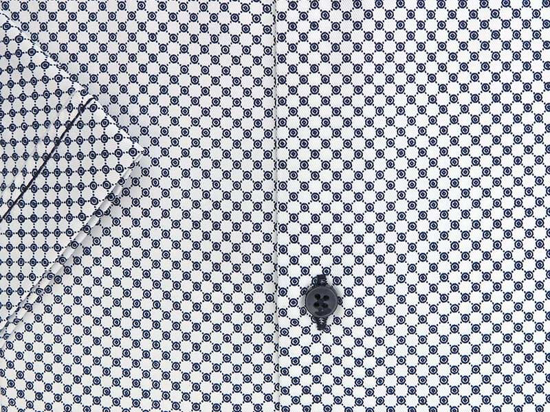 Biała koszula męska z krótkim rękawem z granatowym wzorem YK03