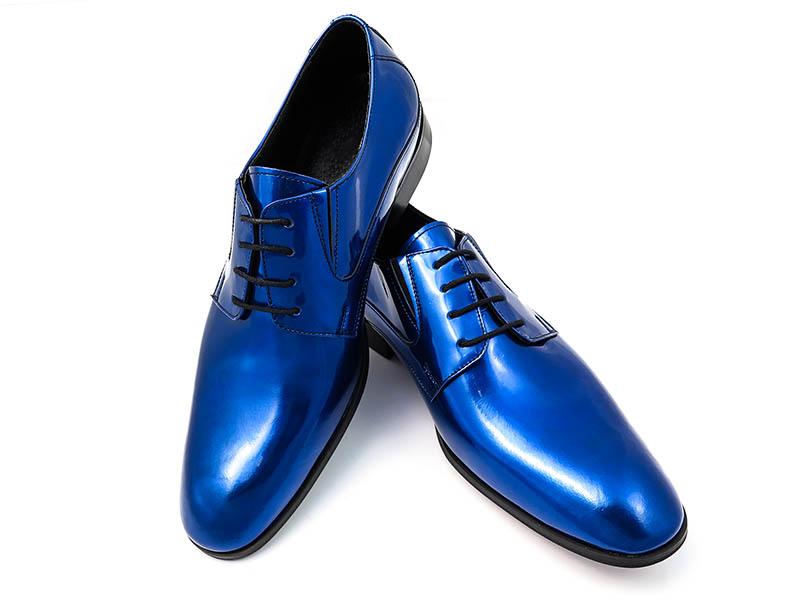 Niebieskie lakierki męskie T111