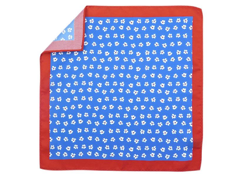 Niebieska poszetka w kwiaty E195