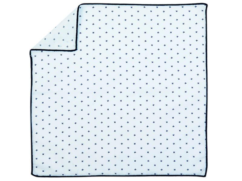Biała poszetka w drobny granatowy wzór E206