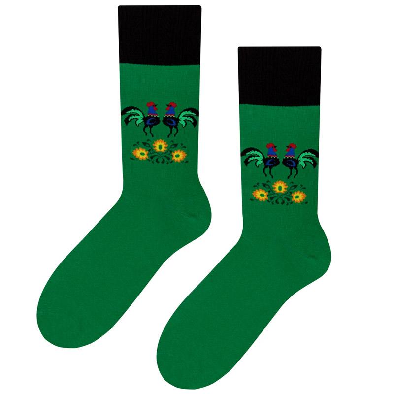 zielone skarpety męskie w kolorowe koguty