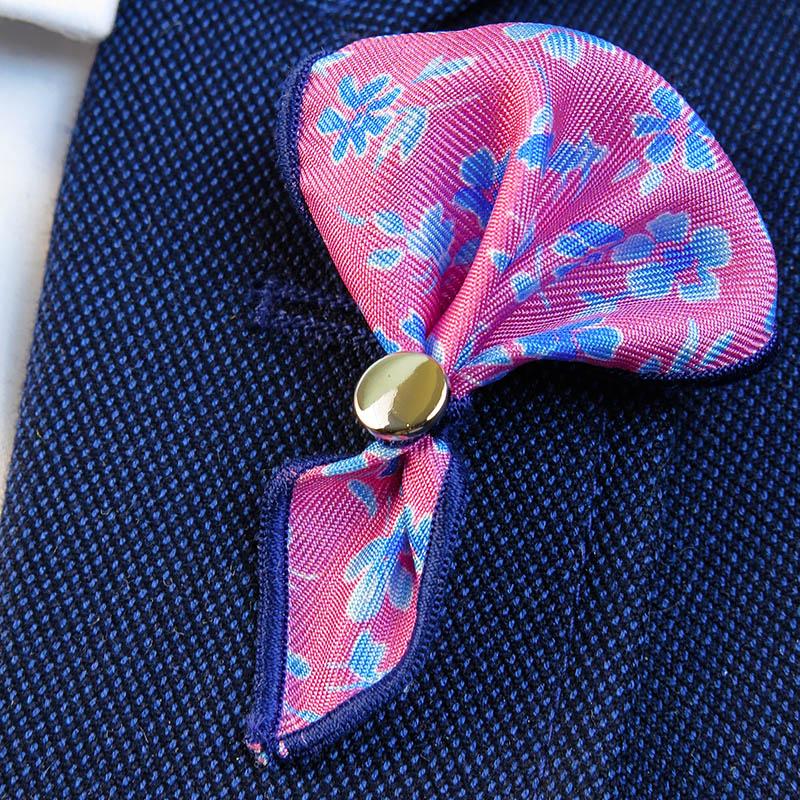 Różowa wpinka do butonierki w kwiatki W51