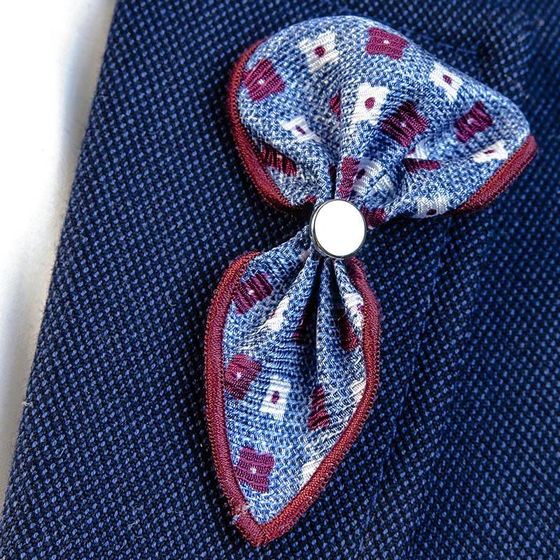 Jeansowa wpinka do butonierki w kwiaty W55