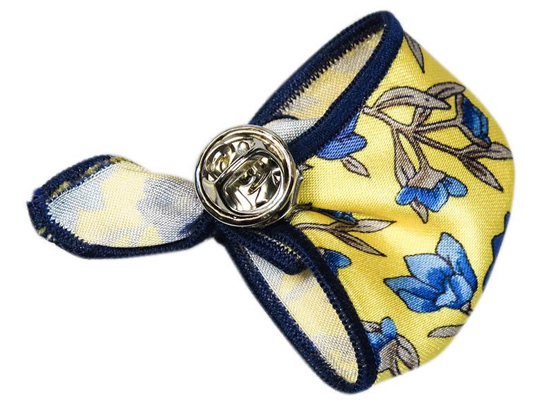 Żółta wpinka do butonierki w kwiatki W61