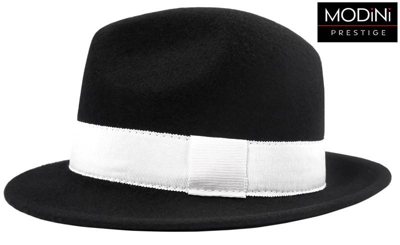 czarny kapelusz męski z białym paskiem