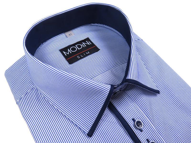 Niebieska koszula w prążki