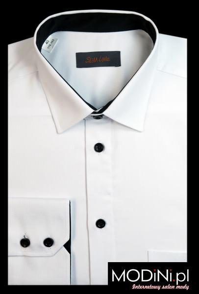 Biała koszula z czarnymi guzikami