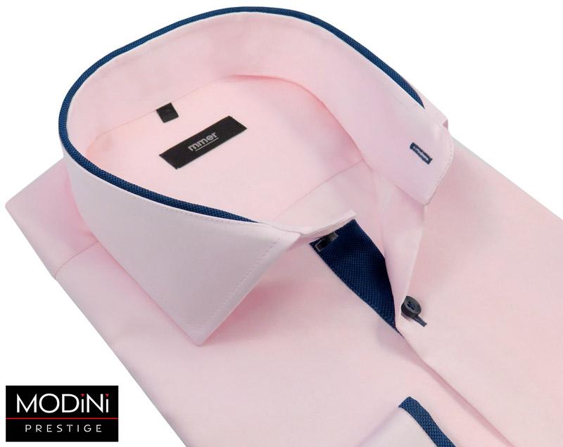 różowa koszula z granatowymi kontrastami
