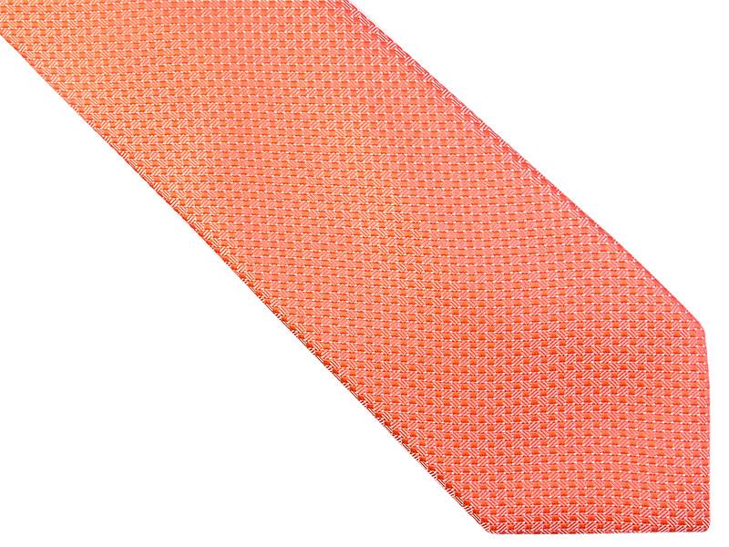 Różowy krawat w kratkę D162