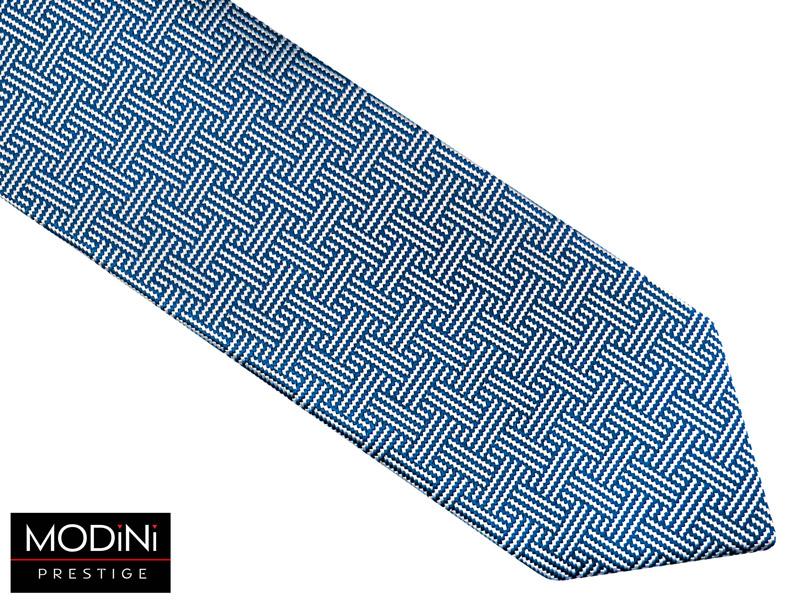 biało-niebieski krawat z unikalnym wzorem