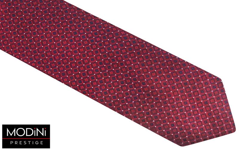 bordowy krawat w granatowe romby