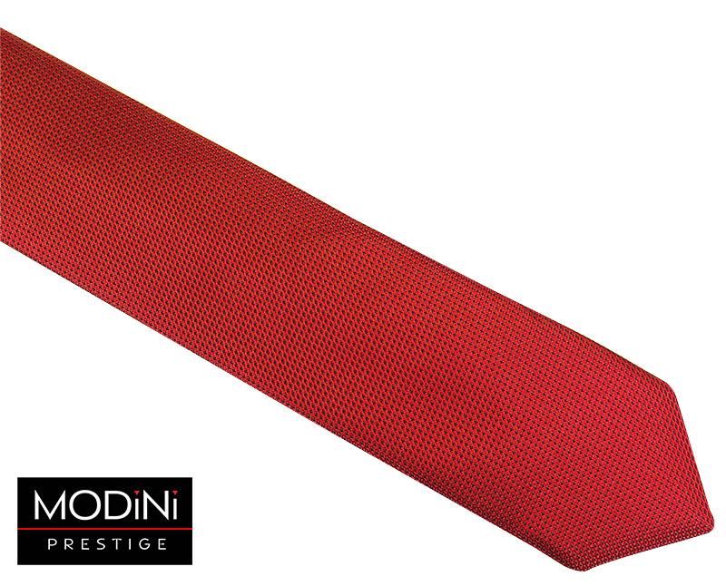 Czerwony krawat z drobnymi kropkami