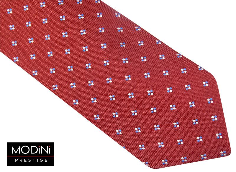 Czerwony krawat w biało-niebieskie kropki