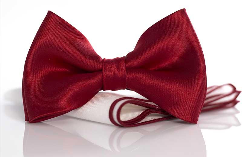 Czerwona elegancka mucha męska o delikatnym połysku A9