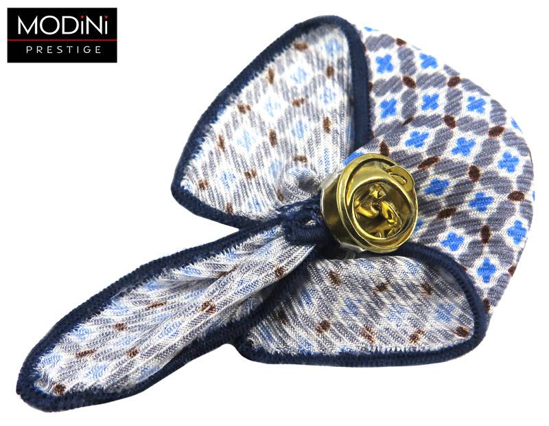 biały pin z niebiesko-białym wzorem