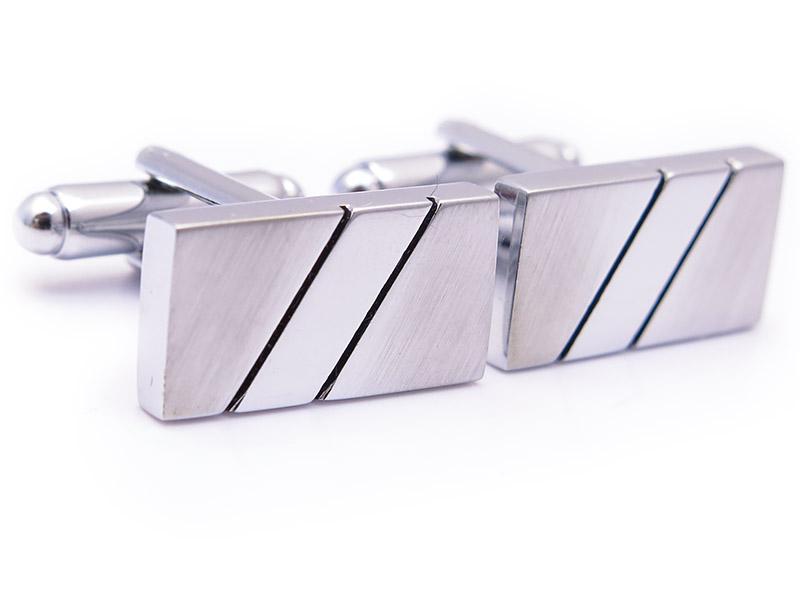 Prostokątne, srebrne spinki do mankietów z dwoma skośnymi paskami N70