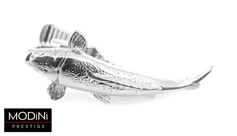 srebrna spinka do krawata w kształcie ryby